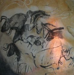 476px-Paintings_from_the_Chauvet_cave_(museum_replica).jpg